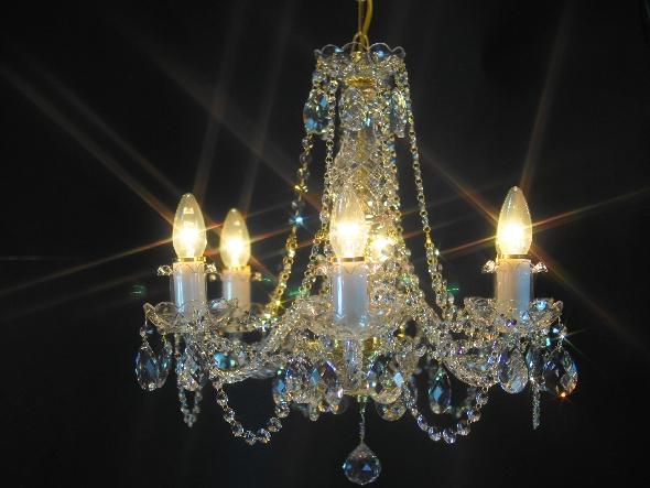 Kryształowy żyrandol do niedużego pokoju salonu lub niewielkiej sypialni