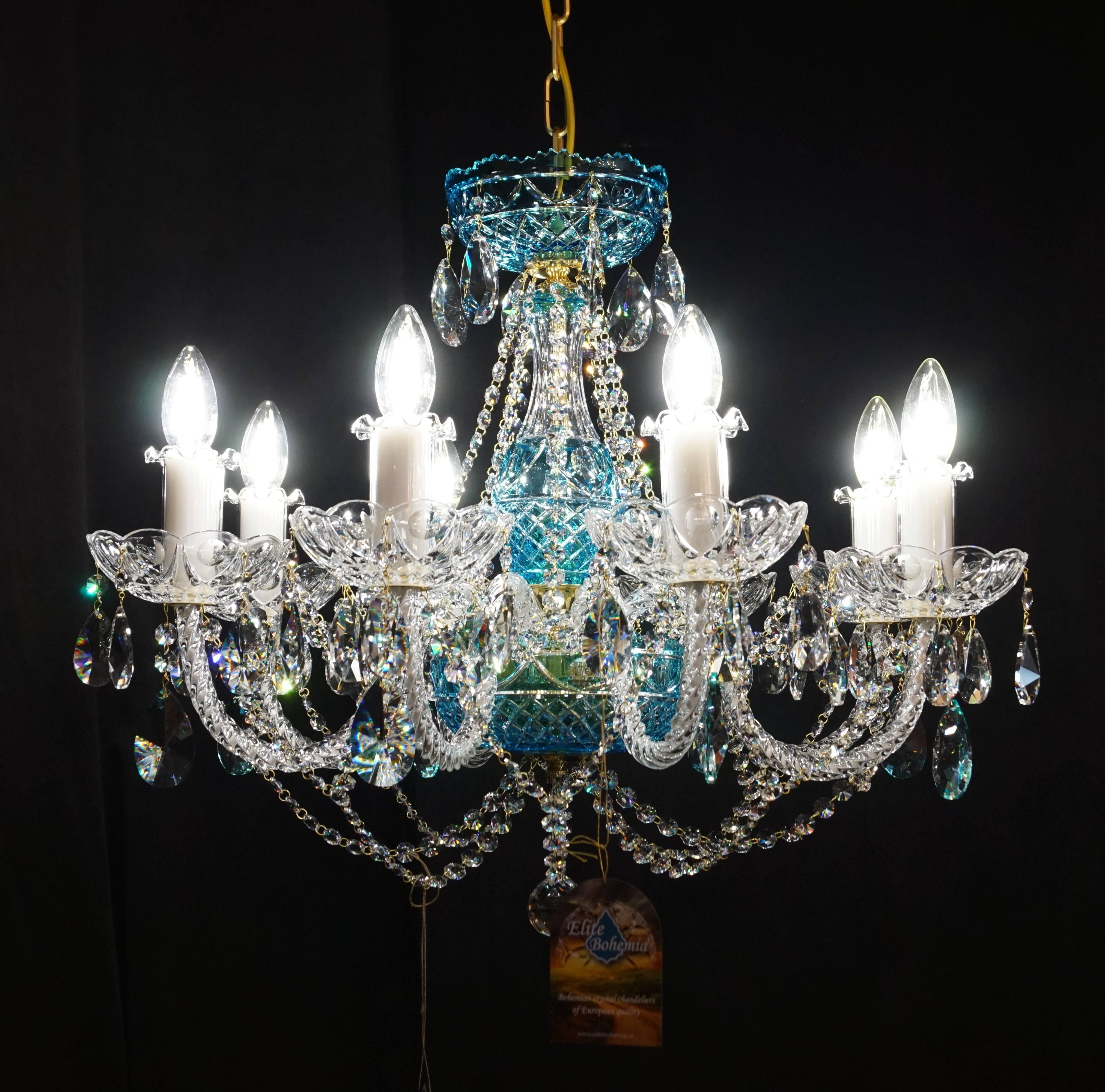 Klasyczna stylowa lampa kryształowa do salonu z błękitnymi kryształami