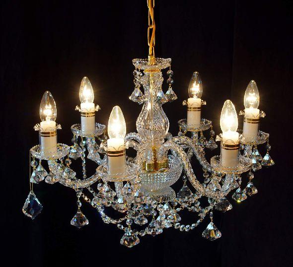 Piękny żyrandol z kryształowymi diamentami - do małego salonu lub pokoju