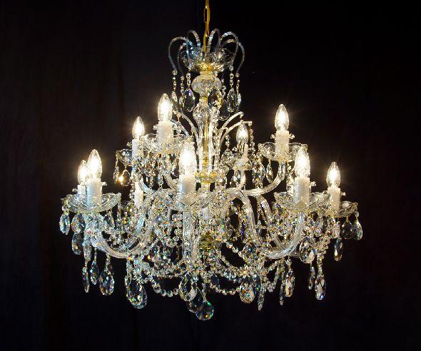 Duży wysoki żyrandol kryształowy - oświetlenie do wysokiego salonu lub jadalni