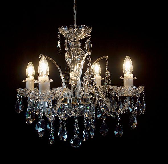 Elegancka lampa do niedużego salonu i stylowej sypialni - kryształy Swarovski