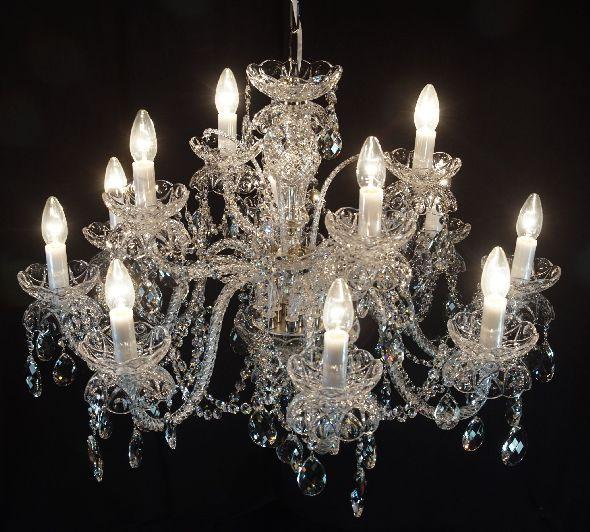 Żyrandol na 12 żarówek - oświetlenie do dużego salonu lub jadalni