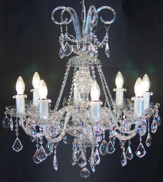 Żyrandol do eleganckiego salonu lub klasycznej sypialni - z kryształowymi medalionami
