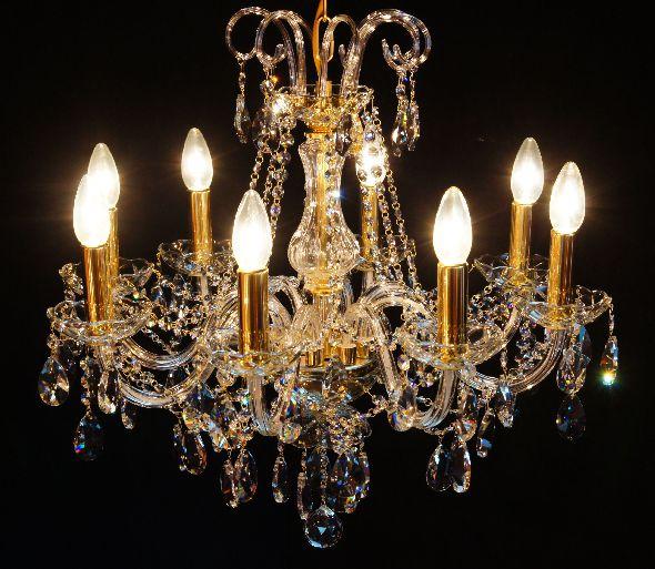 Lampa kryształowa - główne oświetlenie do salonu lub sypialni