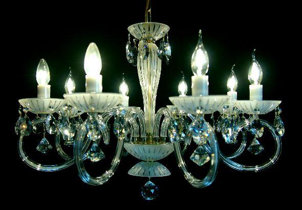 Nowoczesny biały żyrandol (matowy) z kryształowymi elementami
