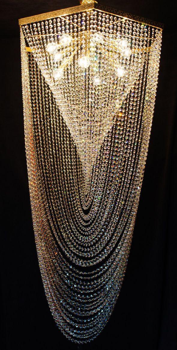 Nowoczesna lampa kryształowa - duży płafon do wysokiego salonu