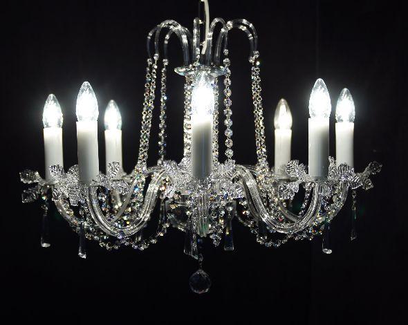 Ekskluzywna lampa kryształowa - pomysł na oświetlenie do kuchni lub jadalni